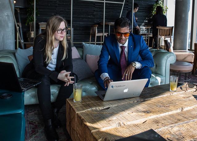 Fernando-Raymond-and-Nicole-Venglovivova-blogging-experts